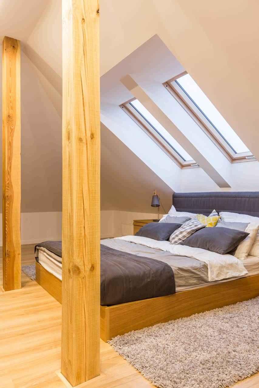 Slaapkamer onder een hellend dak